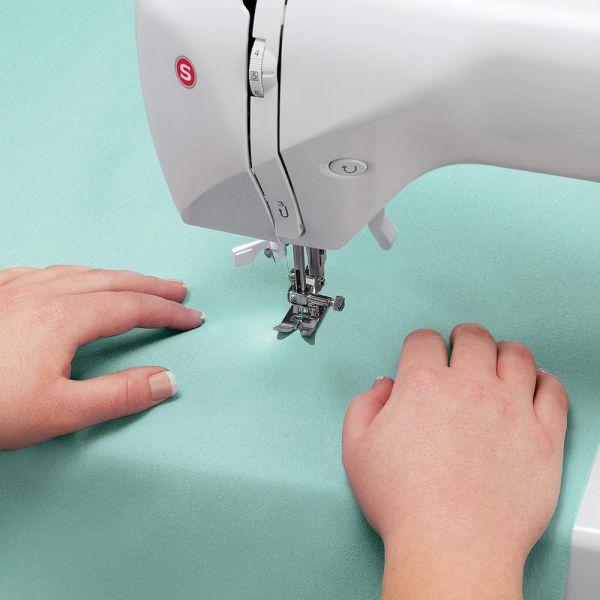Máquina de Costura Portátil Singer Starlet 6660