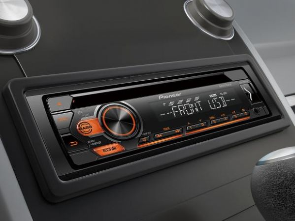 Som Automotivo Pioneer CD e MP3 Player Rádio AM/FM Entrada USB e Auxiliar DEH-S1180UB